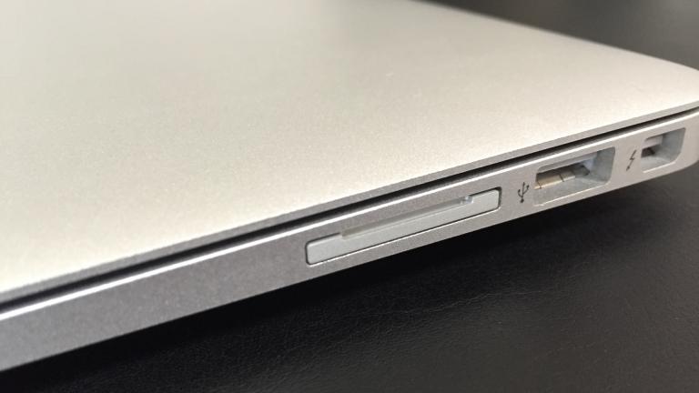 【レビュー】MacBook Airの容量を手軽に増やせる『iSDA 103A / Micro SDカードアダプター』