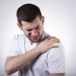 首の痛みや肩コリ対策に!人間工学に基づいた理想的なPC環境を作る方法