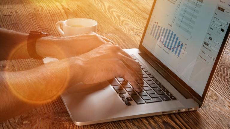 MacBookのバッテリー寿命と健康状態を確認する方法