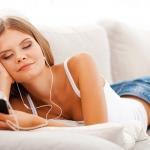 寝落ちしてもOK!iPhoneの音楽をタイマーで自動停止する方法