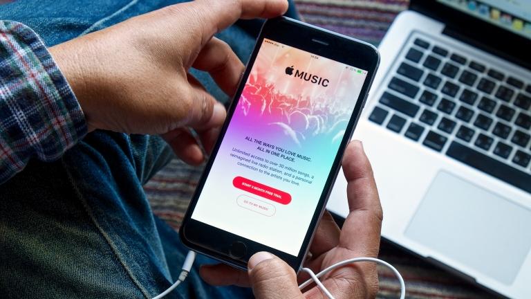 iPhoneのミュージックアプリで同じアーティストの音楽を全曲再生する方法