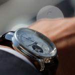 スマホで時間は分かるけど、男性が腕時計をしたほうが良い理由