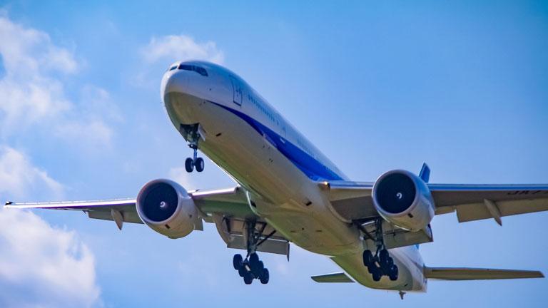 飛行機でゆっくりできない?飛行機の旅を快適にする5つのコツ