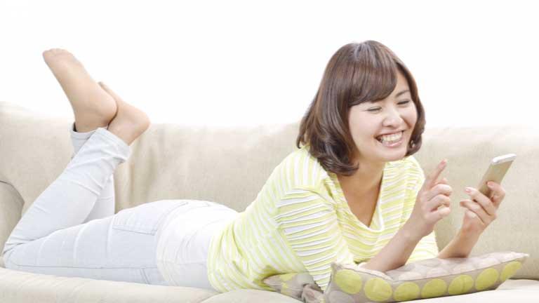 スマホ依存は美容の大敵!?スマホが美容に及ぼす5つの悪影響